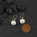 Simple Pearl Earring: Large